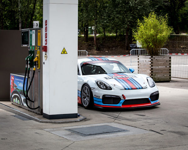 Martini Porsche Cayman GT4 Photo