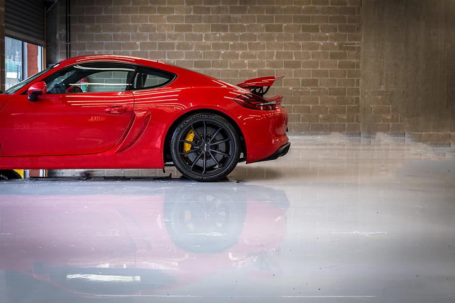 Porsche Cayman GT4 Photo